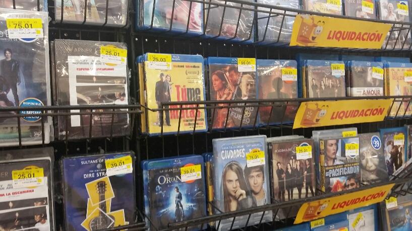 Walmart Gran Plaza Cancún: Series Gossip Girl y The Vampires Diaries