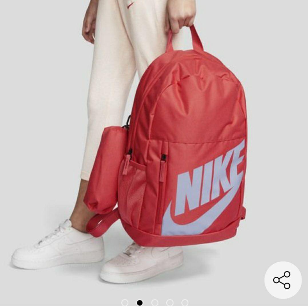Privalia: Backpack Nike incluye lapicera.