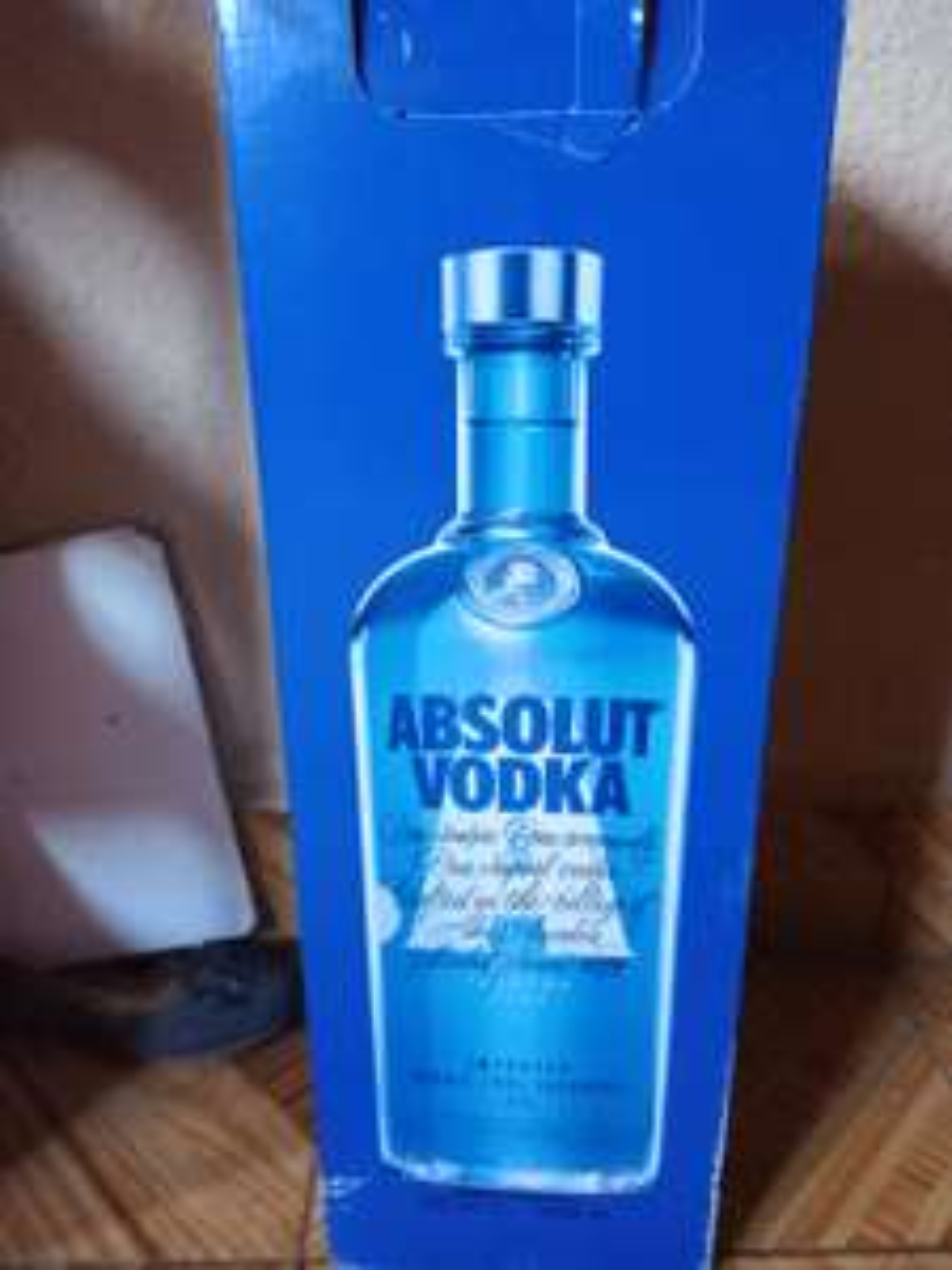 Sam's Club: Vodka absolut azul 4.5 a $299 también encontré chivas 18 de 3L a 760 y Martell de 3 L a $460