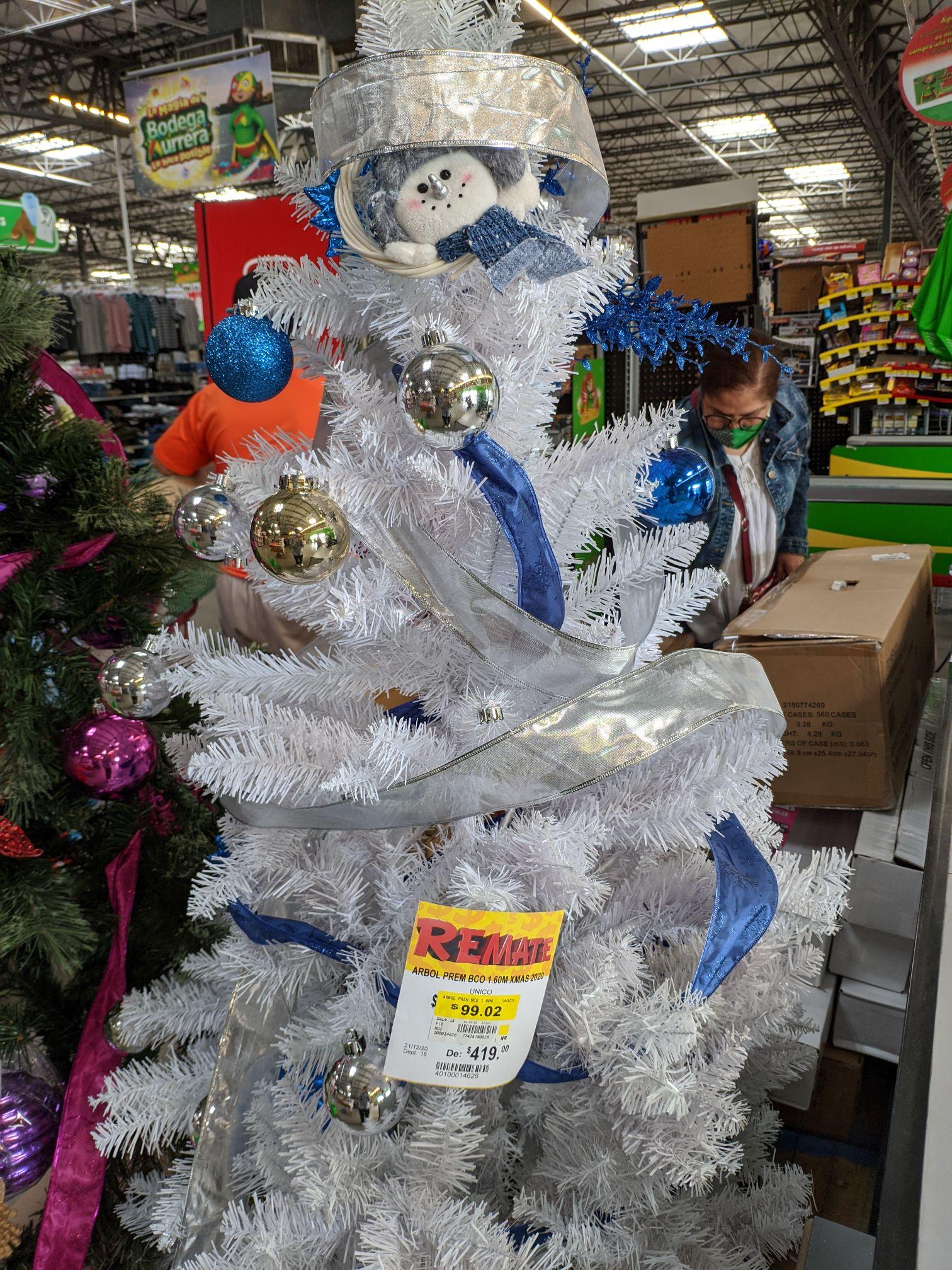 Bodega Aurrerá: Árboles de navidad 75%