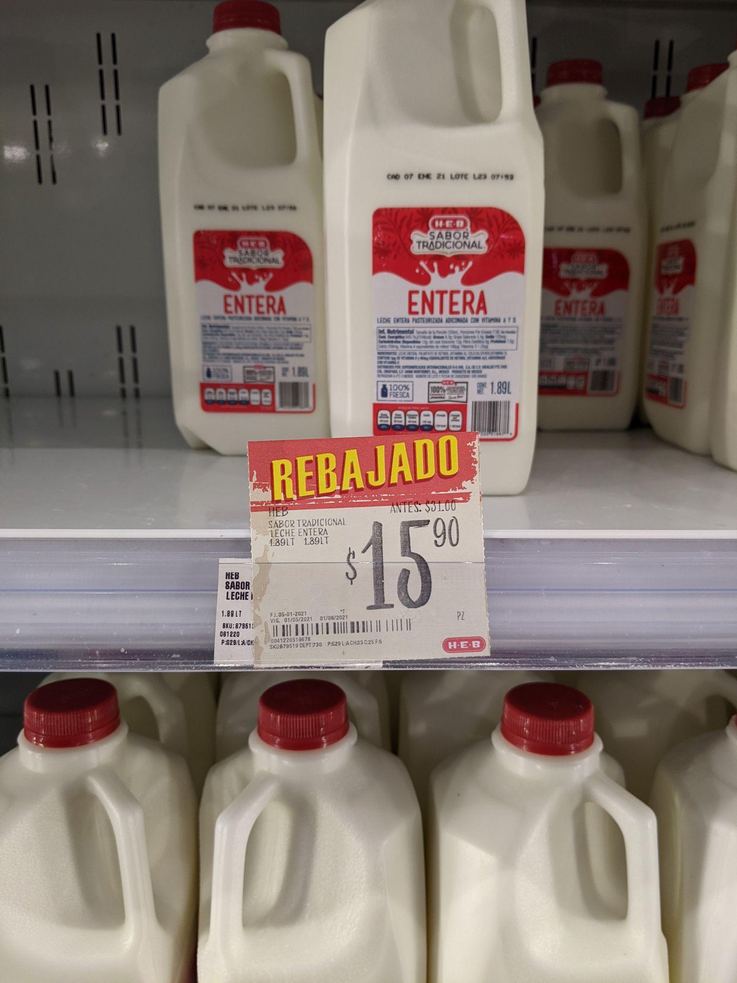 HEB juriquilla: medio galón de leche entera