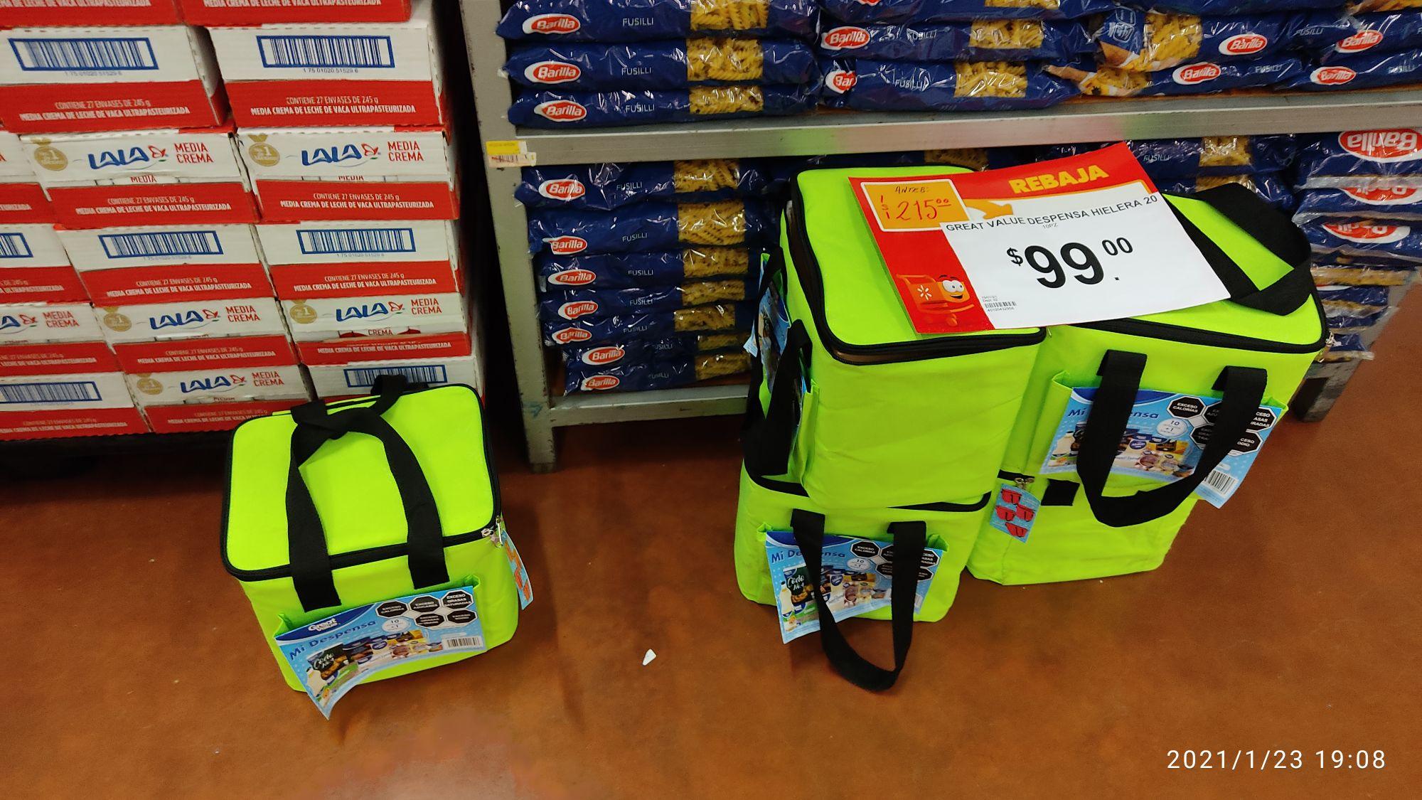 Walmart: Hielera con 10 productos basicos