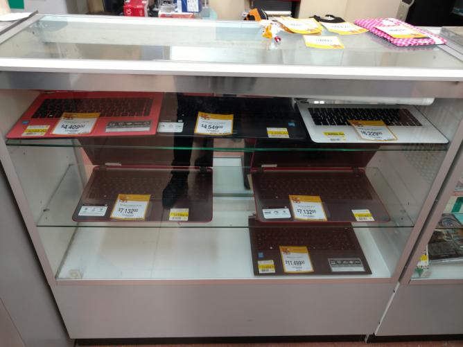 Walmart Universidad CDMX: liquidación de equipos de cómputo