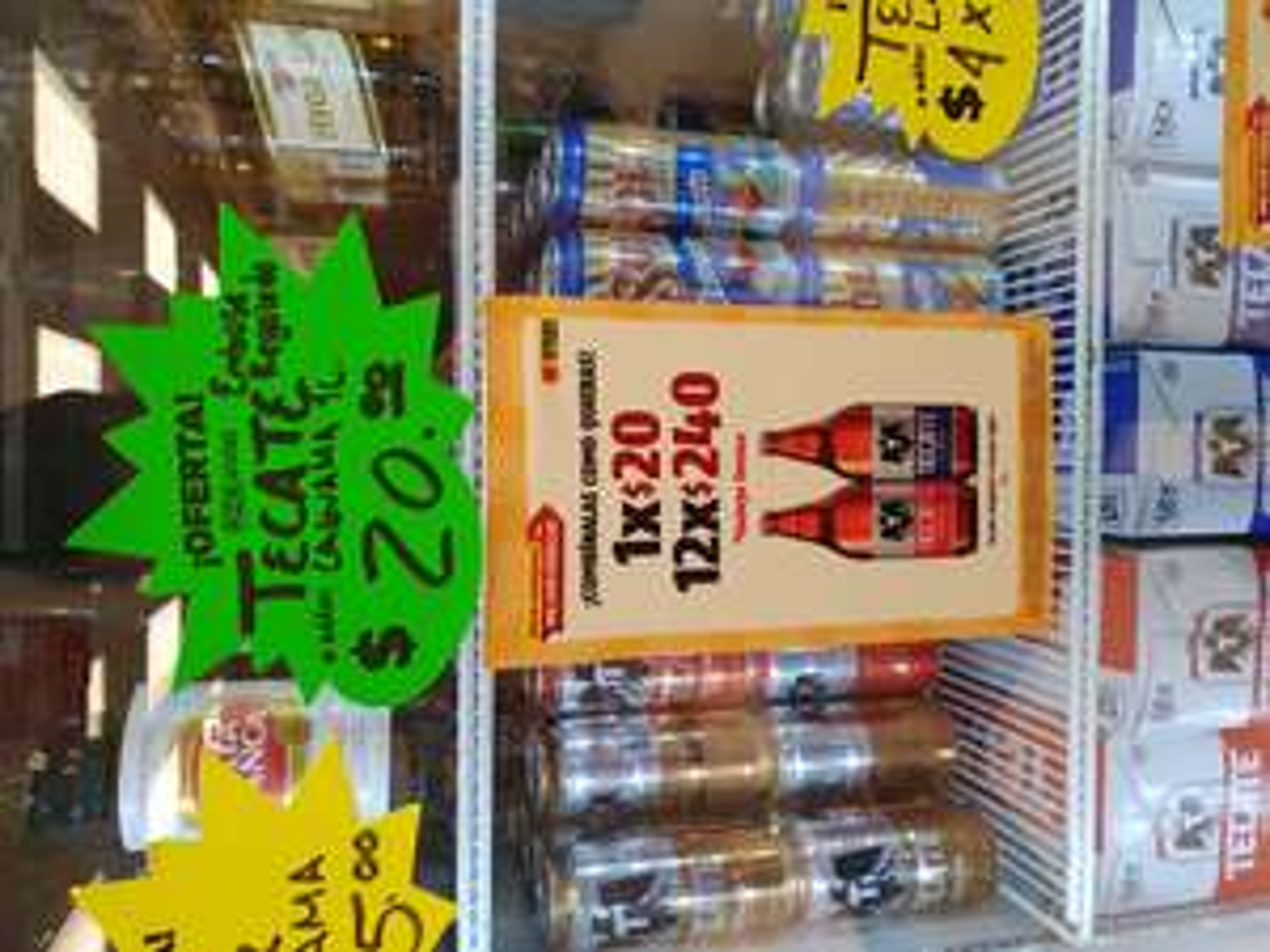Oxxo: Caguama Tecate 1 litro Roja y Light + envase de regalo