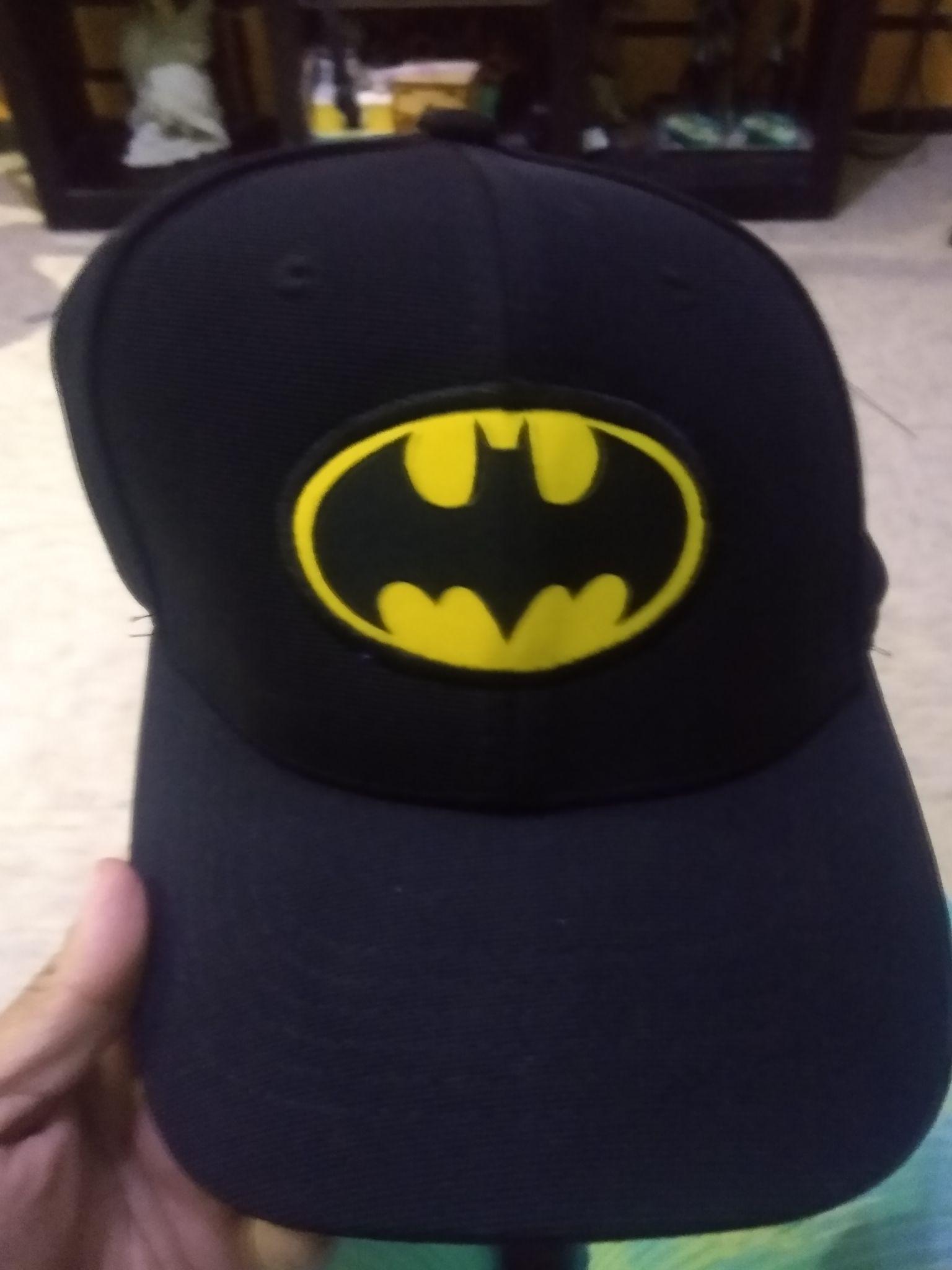 Walmart macroplaza héroes tecamac, gorra Batman,tenis y juego de friends