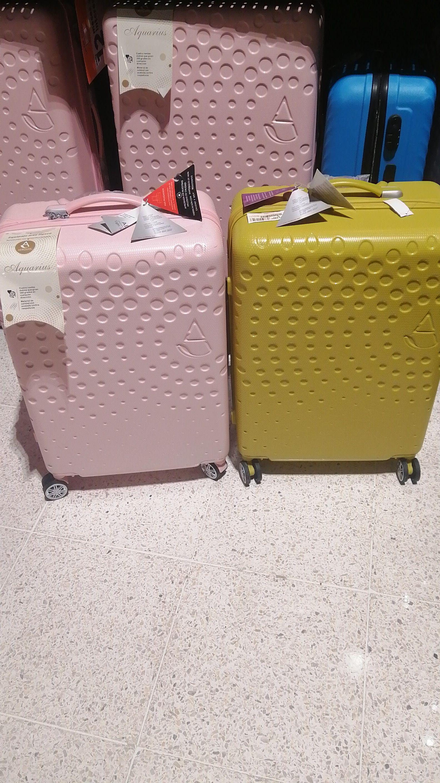Chedraui: maletas varios colores, modelos y tamaño diferente precio.