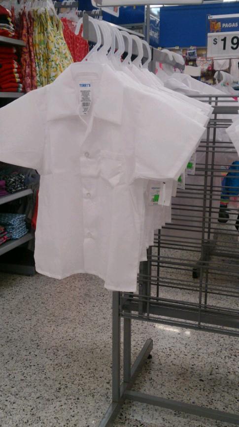 Walmart Acueducto: liquidación de blusas escolares, Aretes y Monederos