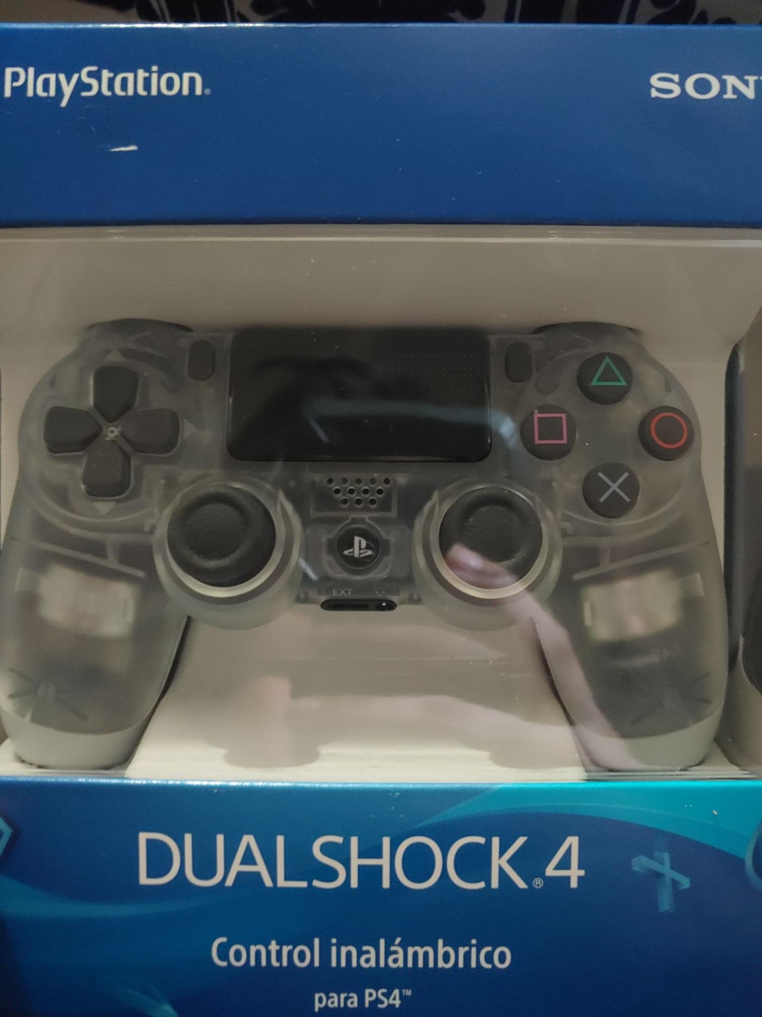 Dualshock 4 Radioshack versión transparente
