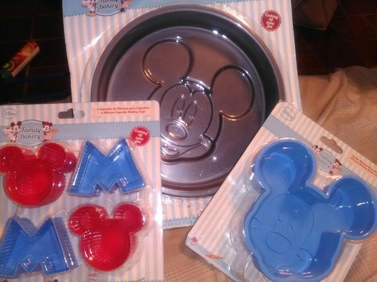 Walmart Las Torres: Moldes de Mickey Mouse $21.01
