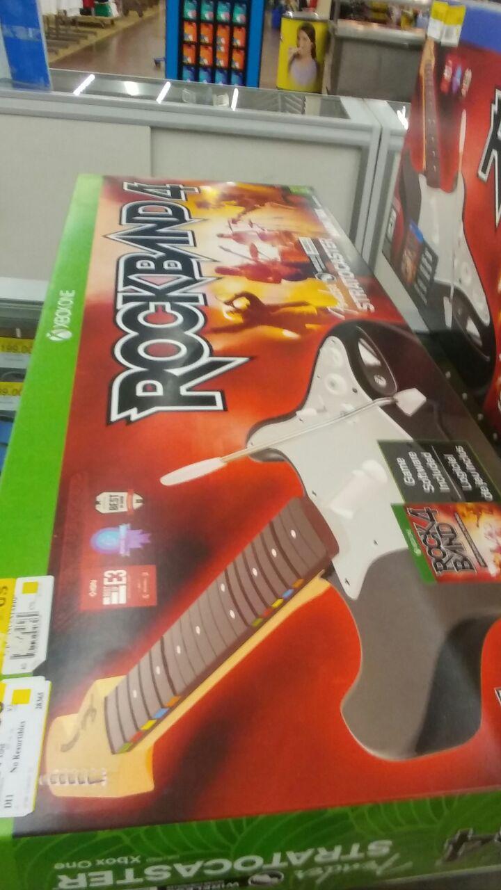 Walmart: Rockband Guitarra más juego para Xbox One y PS4 a $329.03