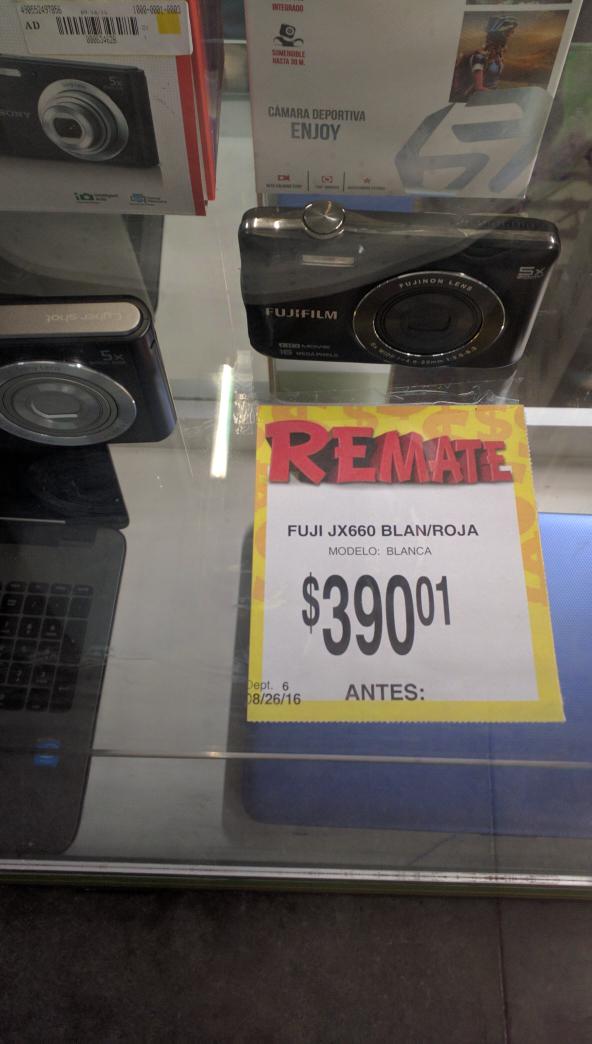 Bodega Aurrerá: Camara Fujifilm 20 mp a $390.01