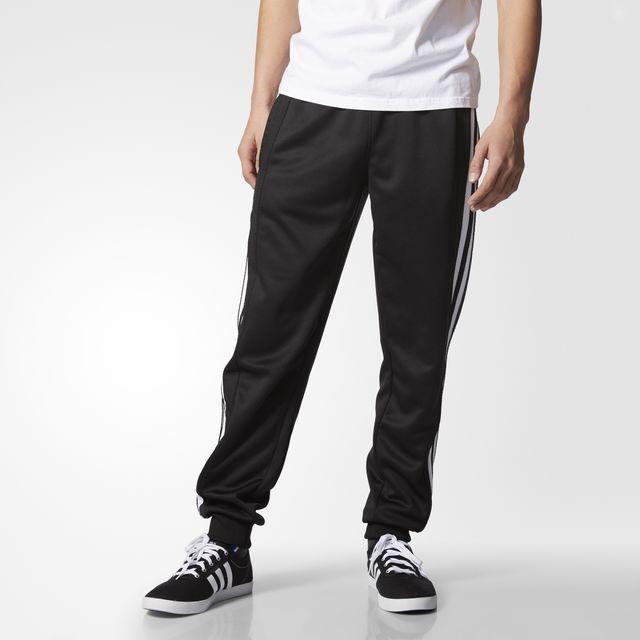 Adidas pants 3 franjas con el 50% a $499