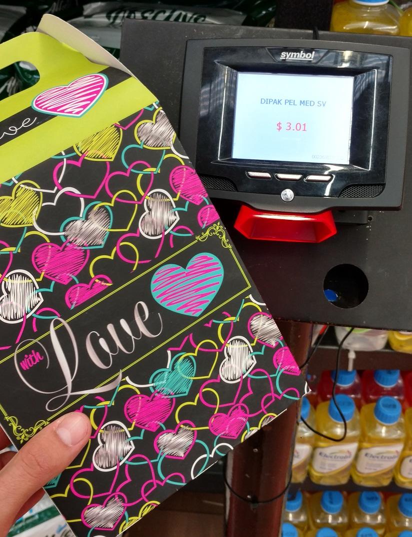 Walmart Niño Obrero: Caja de regalo cursi a $3.01