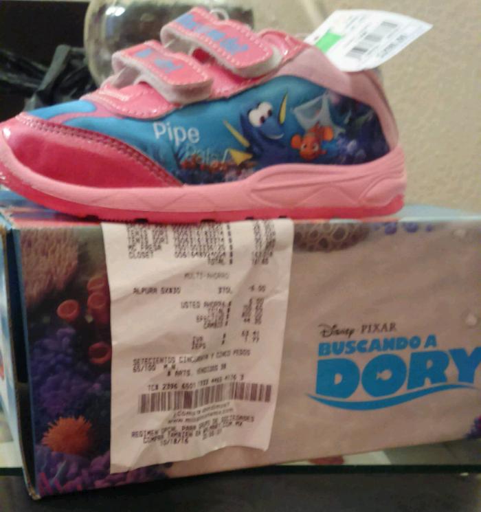 Walmart: Tenis niña buscando a Dory