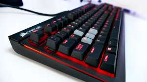 Amazon: Teclado Gamer Mecánico - Corsair Strafe (Red backlighting)