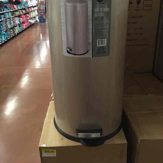 Walmart Irrigación Celaya: bote 30 lts basura con pedal en $399