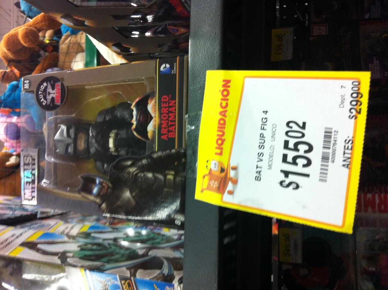 Walmart: Figura metalica de Batman -  ultima liquidación