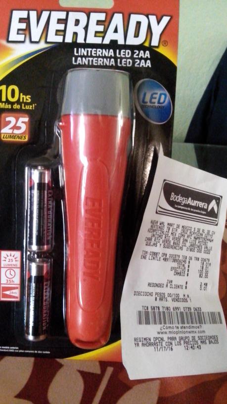 Bodega Aurrerá: Linterna LED Eveready con 2 pilas AA a $18.01