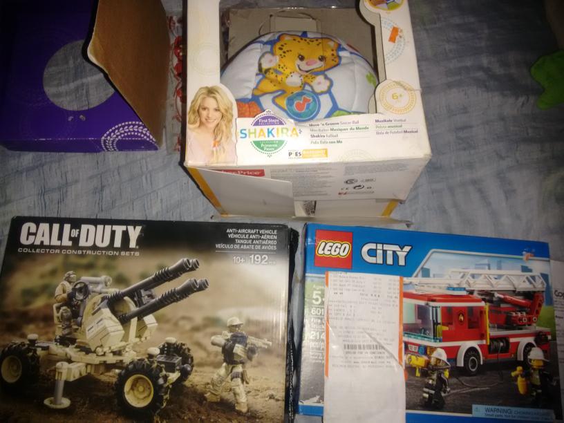 Chedraui Comalcalco: balon Fisher Price Shakira a $80. lego city $120 y call of duty $100