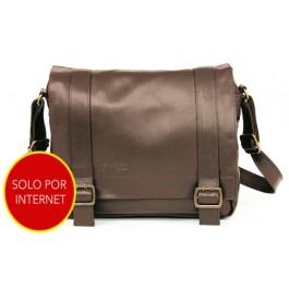 Best Buy: maletín de piel para laptop ColorCase $490 y envío gratis (regular $1,500)