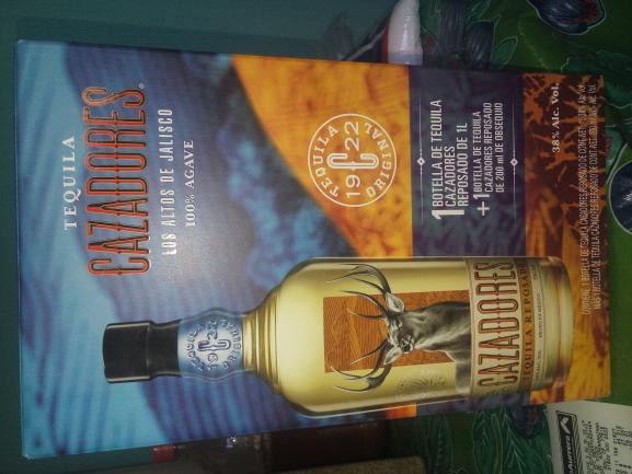 Bodega Aurrerá: Tequila Cazador de 750ml + una de 200ml a $49.01