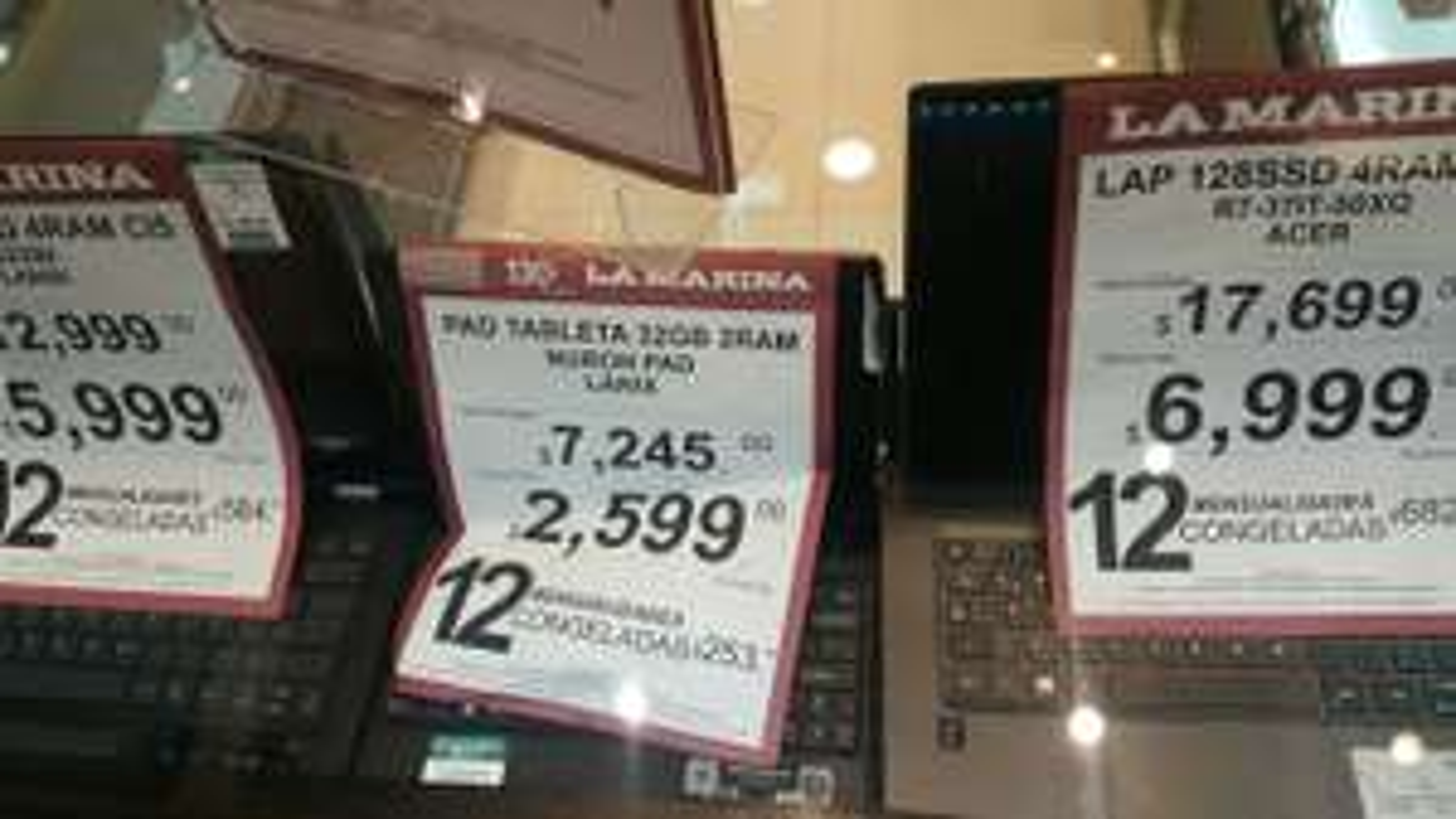 La Marina: Laptop Acer r7