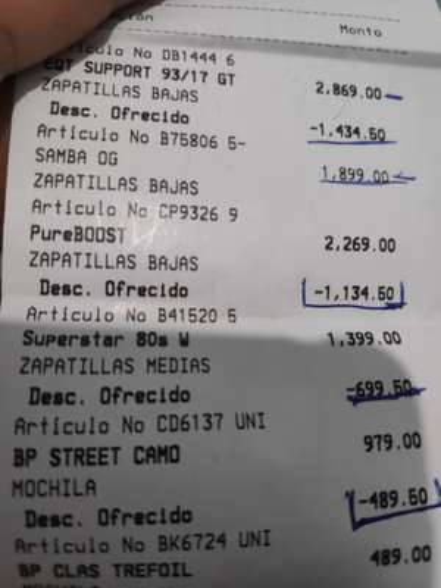 Tienda Adidas Plaza Forum Cuernavaca: casi toda la tienda con 50% de descuento.