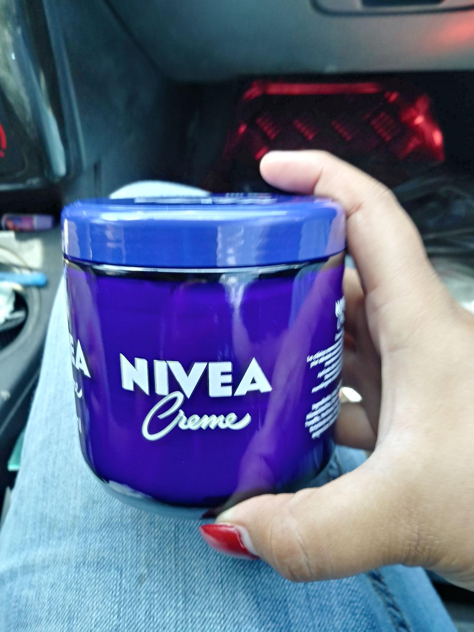 Bodega Aurrera: Crema Nivea tarro 400 ml $5.01 y otras liquidaciones