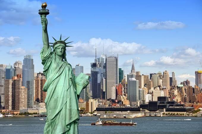 Vuelo redondo a Nueva York (Impuestos incluidos)