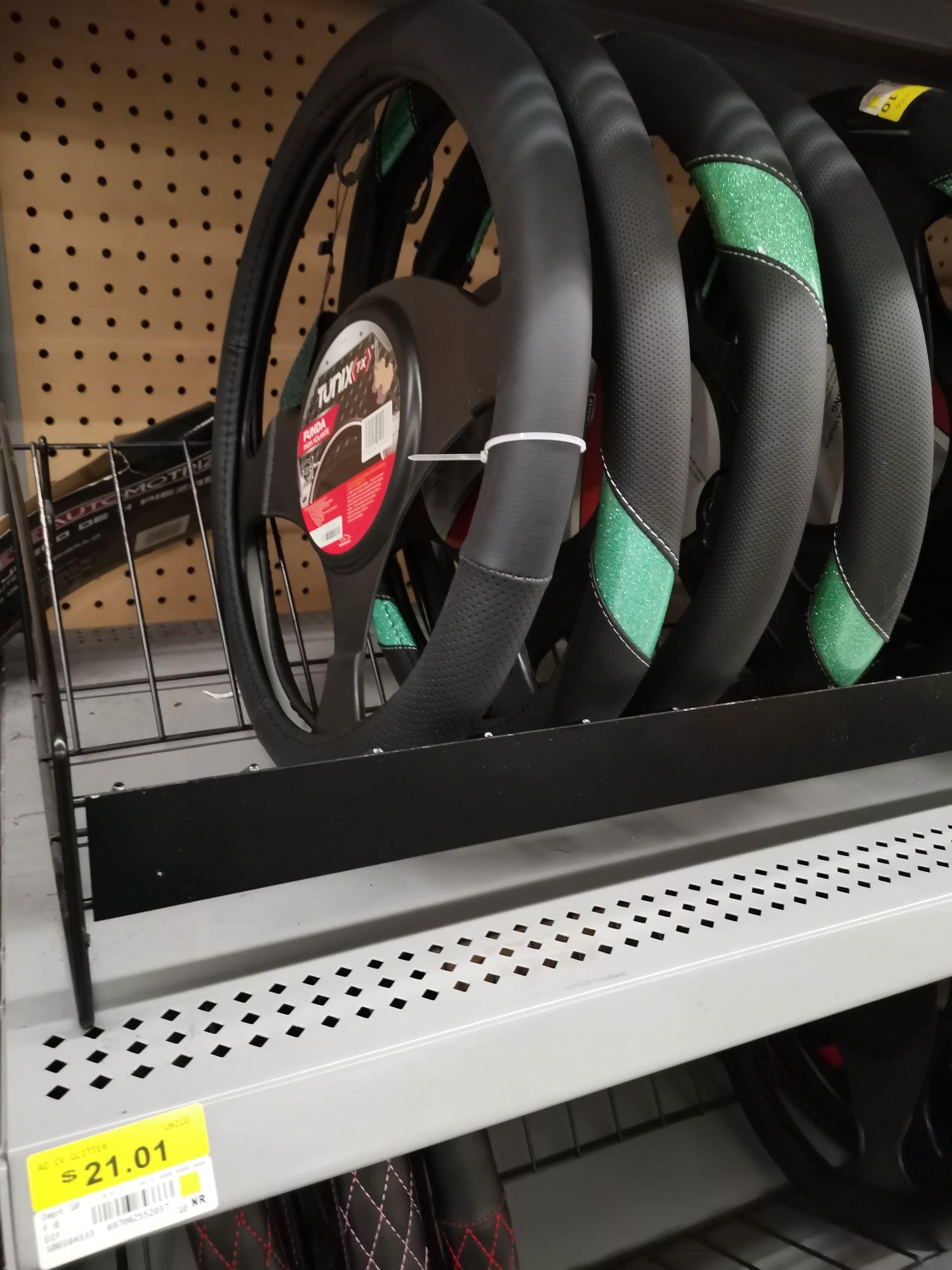 Walmart Portal Centro CDMX: Cubre volante en última liquidación $21 y Tapete para baño, primera rebaja, muy suave $139