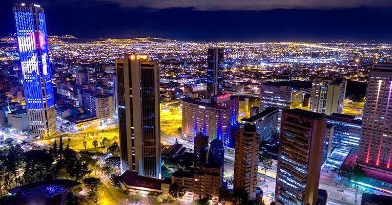 Vuelo redondo a Bogotá (TUA incluido)