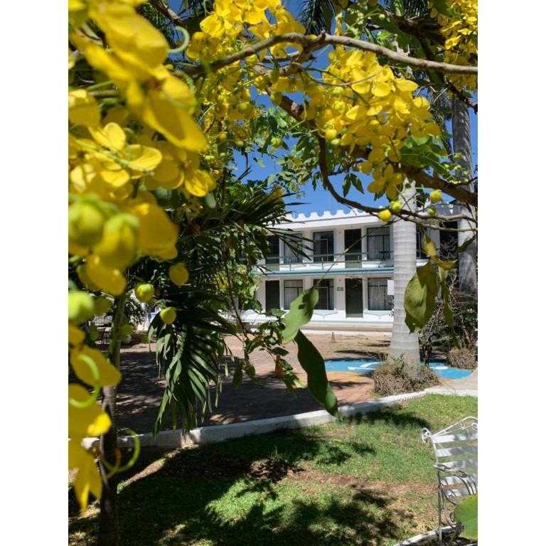 Booking: Hotel Posada Santa Fe + Impuestos